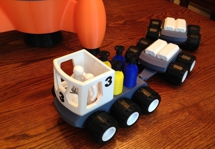 BENJAMIN'S LUNAR ROVER WITH TRAILERS AND ASTRONAUTS 3D Print 139022