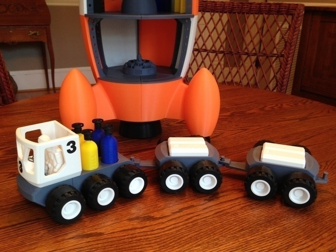 BENJAMIN'S LUNAR ROVER WITH TRAILERS AND ASTRONAUTS 3D Print 139023