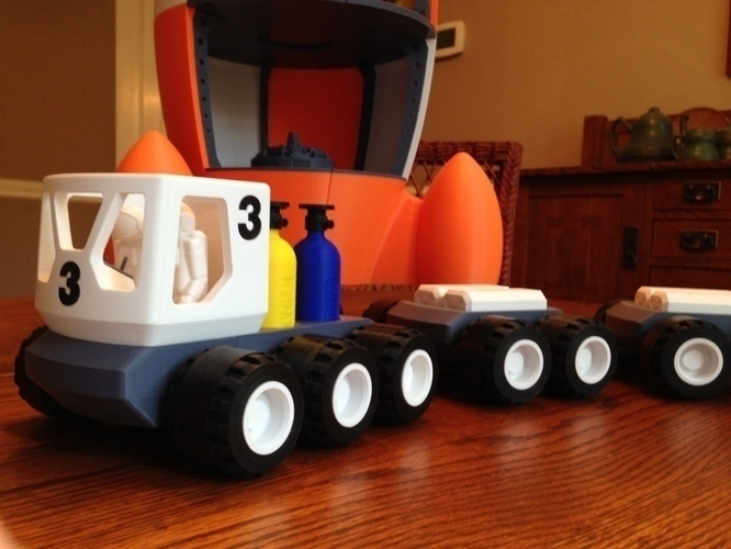 BENJAMIN'S LUNAR ROVER WITH TRAILERS AND ASTRONAUTS 3D Print 139025