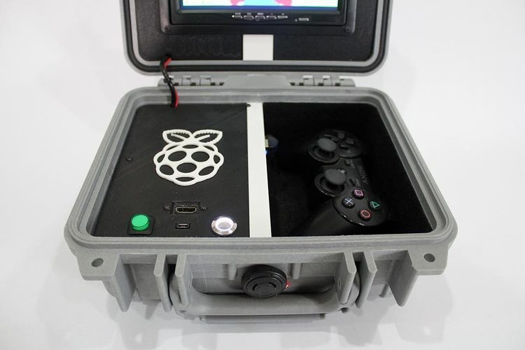 Retro Pie Box Version 2 - Portable Raspberry Pi Emulation Consol 3D Print 139610