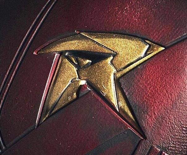 Titans Robin Chest Emblem