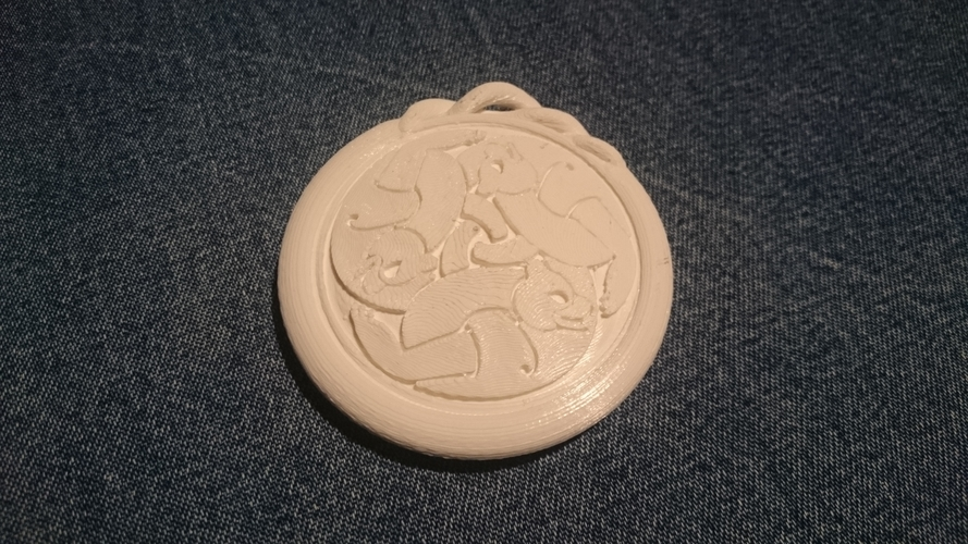 The Brave - Merida Queen Elinor medallion / necklace 3D Print 186224