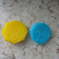 Small knitting project with labyrinth buttons 3D Printing 28333