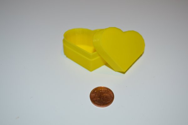 Medium Heart-Shaped Box with Lid 3D Printing 57064