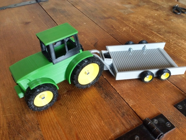 Medium John Deere Tractor and Trailer 3D Printing 79938
