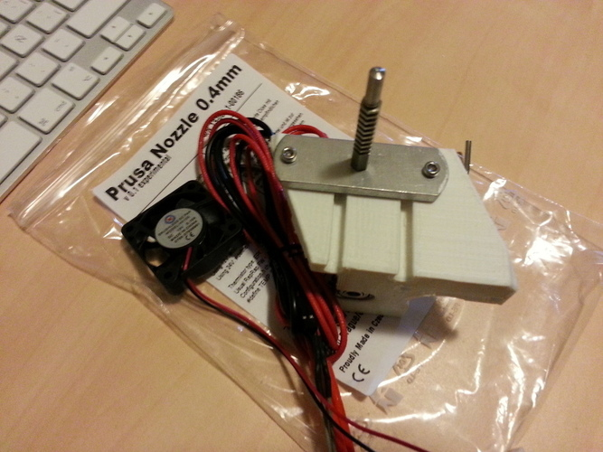 Compact extruder with symmetric mount and fan support 3D Print 99075