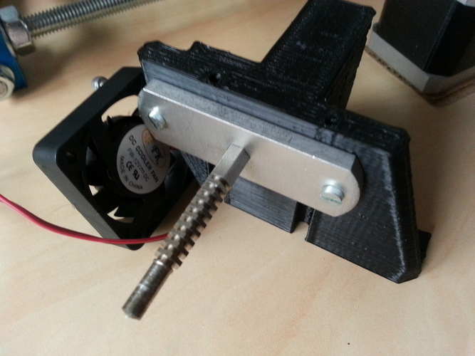 Compact extruder with symmetric mount and fan support 3D Print 99076