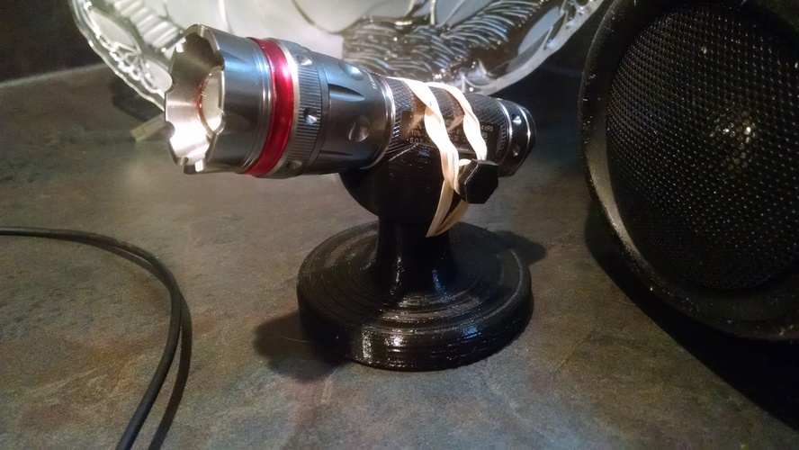 Universal 3D-printable flashlight stand 3D Print 15552